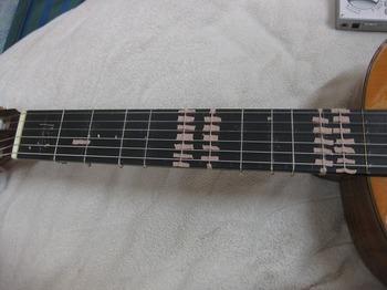 純正調ギターの(ガット)フレット写真IMG_6150.jpg